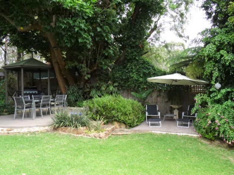 Motel Guest Garden & Barbeque Area